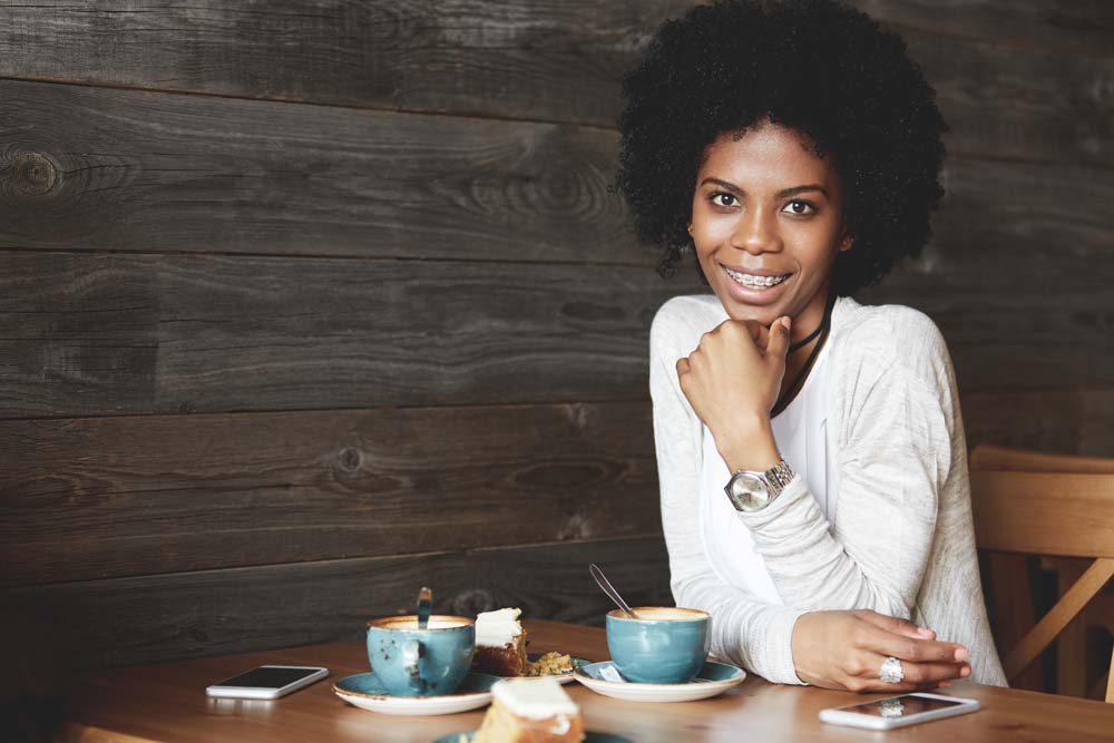 How to drink coffee without staining your teeth