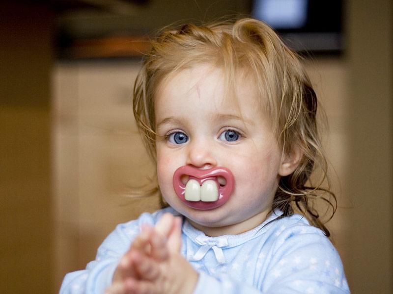 child with buck teeth